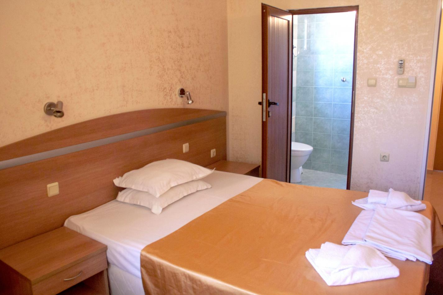 Hotel Zeus Single Bed Room